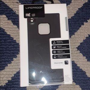 I phone Xs max life proof case.
